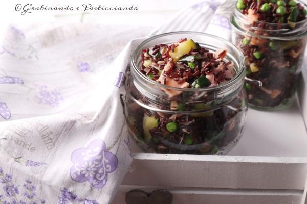 insalata di riso con salmone piselli e zucchine