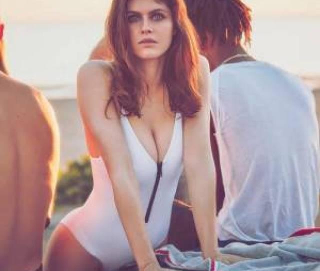 Alexandra Daddario Nude Hot