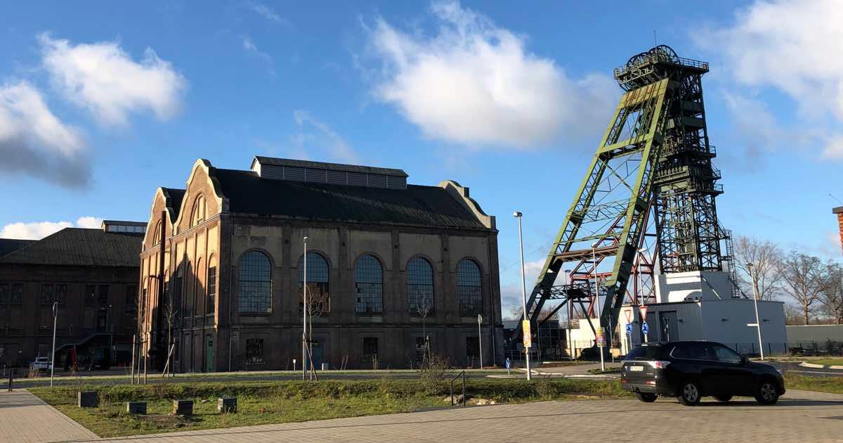 Die Maschinenhalle und das Fördergerüst von Schacht 2 auf dem ehemaligen Bergwerk Fürst Leopold in Dorsten-Hervest