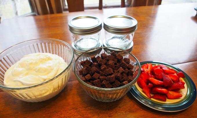 Strawberry-Brownie-Mini-Triffle-2