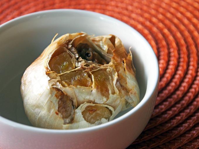 How-To-Roast-Garlic-1