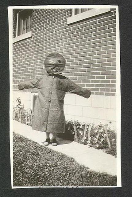 CreepyOdd Vintage Halloween Costumes (1)