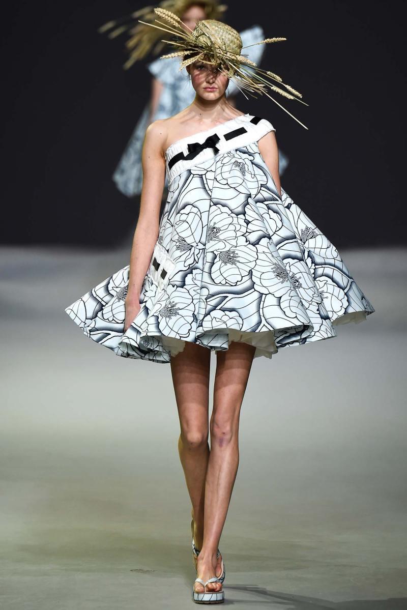 Viktor & Rolf Haute Couture SS 2015 Paris (1)