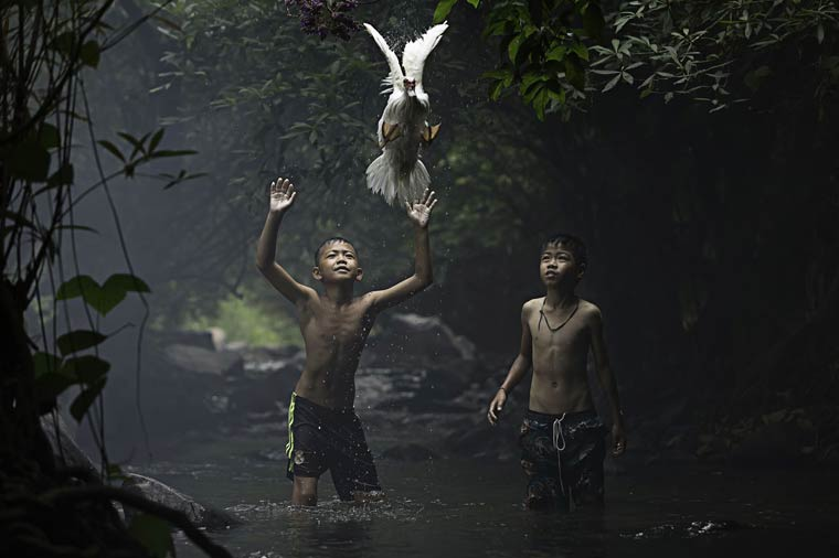 Catching a Duck – Photo by Sarah Wouters