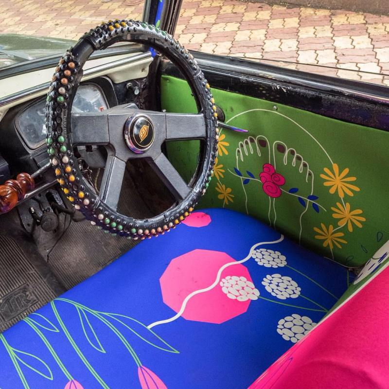 Taxi Fabric, A New Form of Exhibiting Art (2)