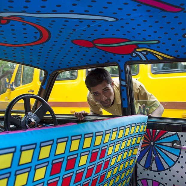 Taxi Fabric, A New Form of Exhibiting Art (7)