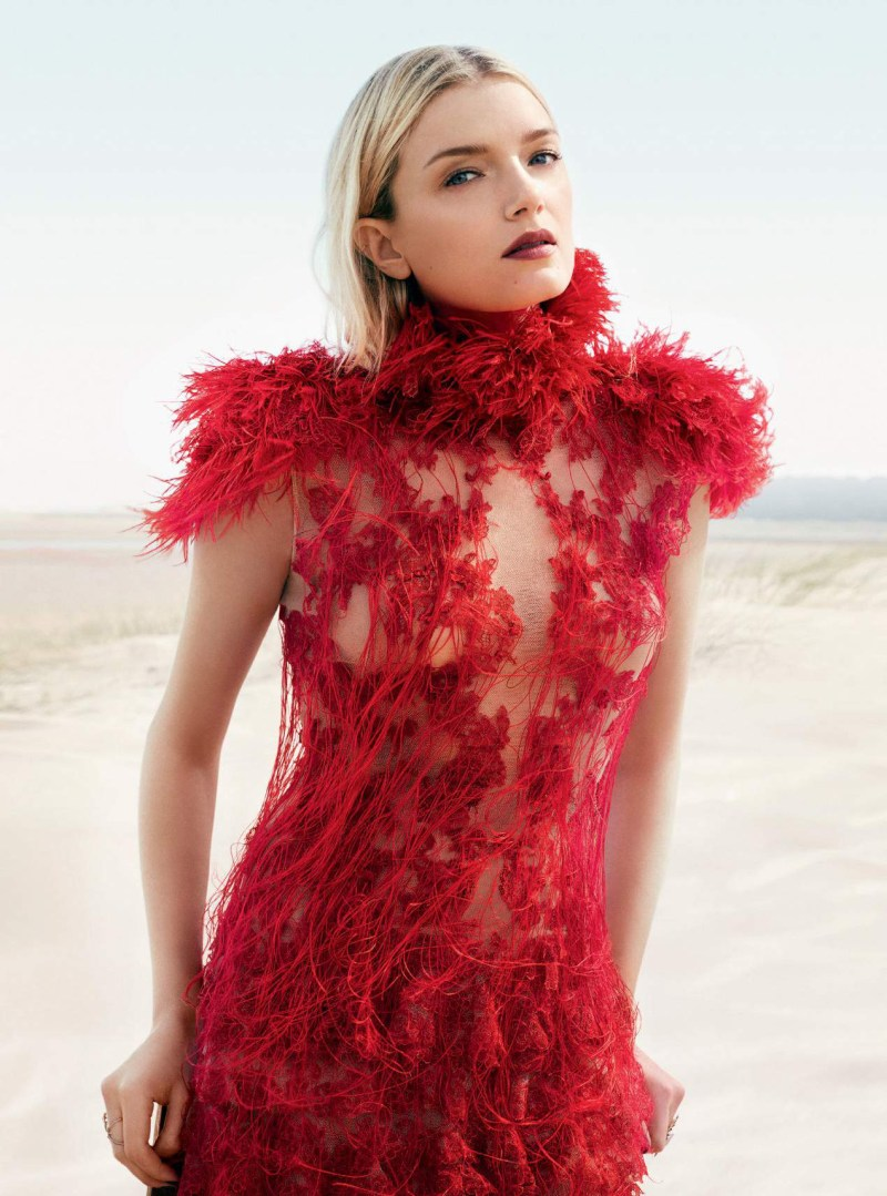 lily-donaldson-by-david-slijper-harpers-bazaar-uk-october-2015-03