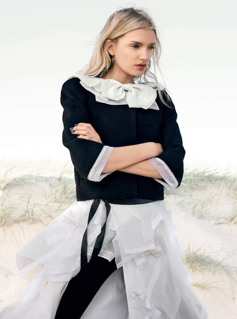 lily-donaldson-by-david-slijper-harpers-bazaar-uk-october-2015-07
