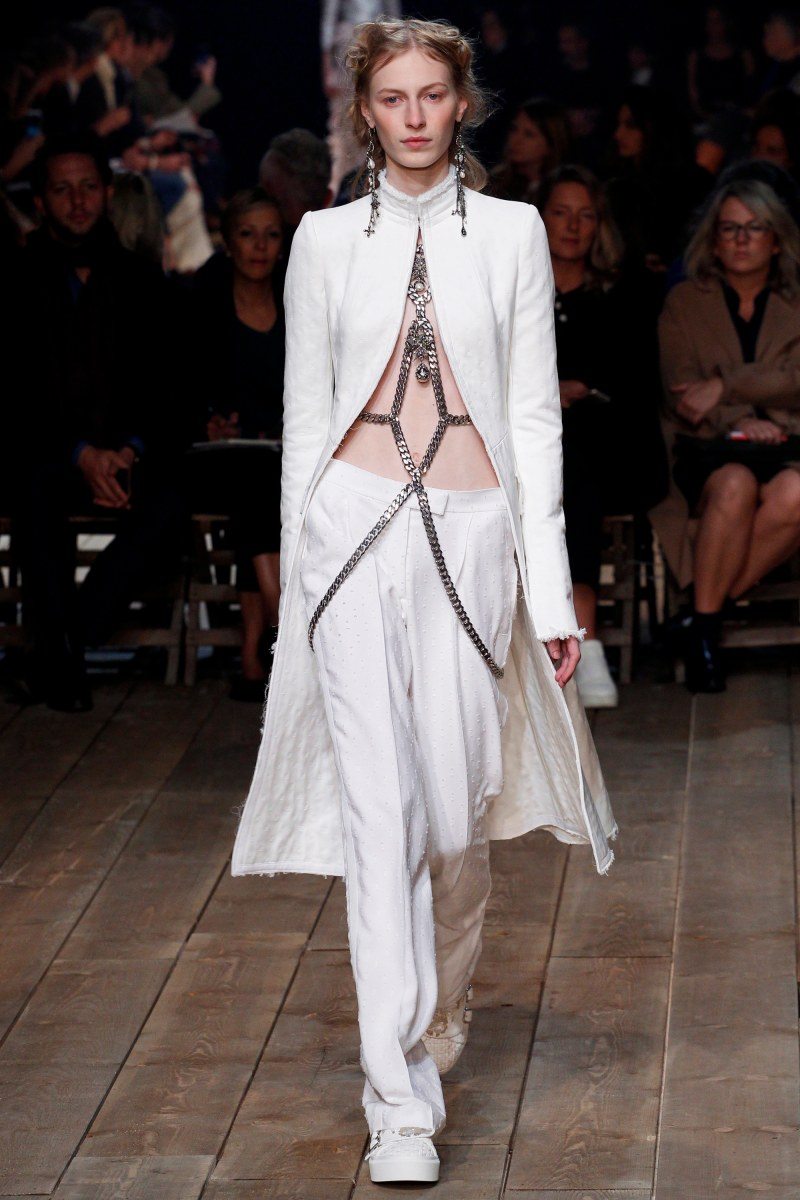 Alexander McQueen Ready To Wear SS 2016 PFW (6)