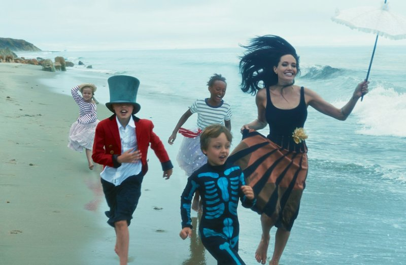Angelina Jolie & Family by Annie Leibovitz (3)