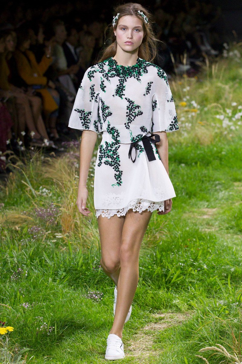 Moncler Gamme Rouge Ready To Wear SS 2016 PFW (15)