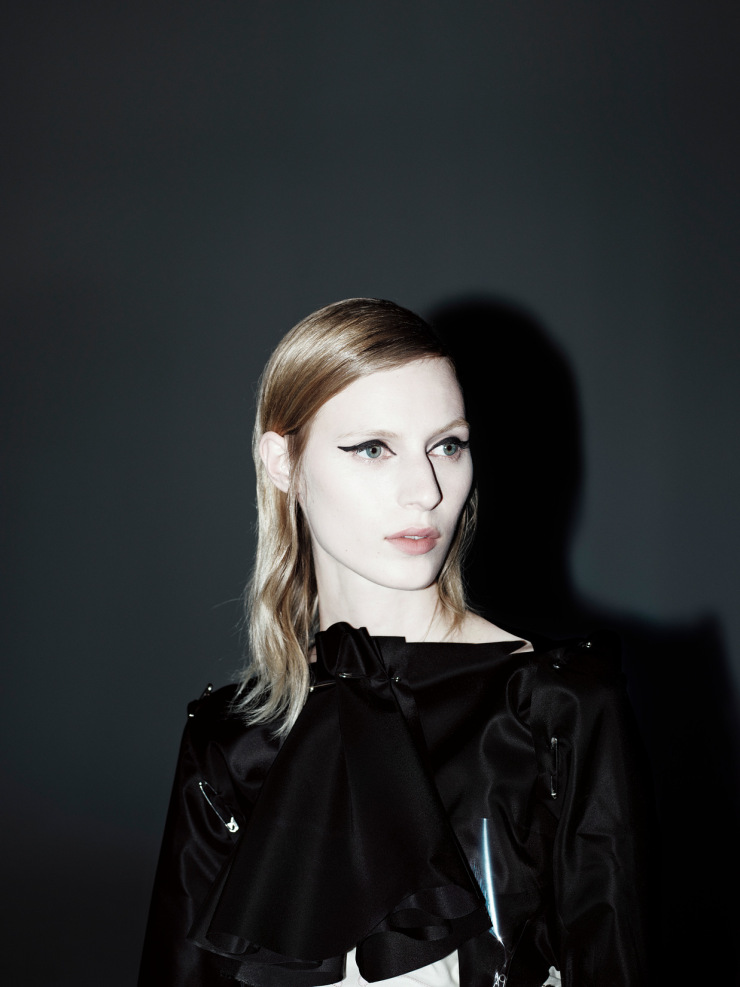 julia-nobis-by-willy-vanderperre-for-document-journal-fallwinter-2015-10