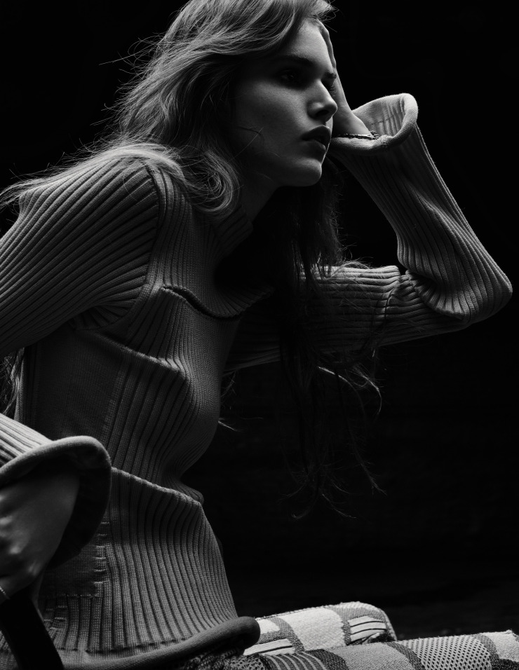 vanessa-moody-by-gregory-harris-for-dazed-magazine-october-2015-1
