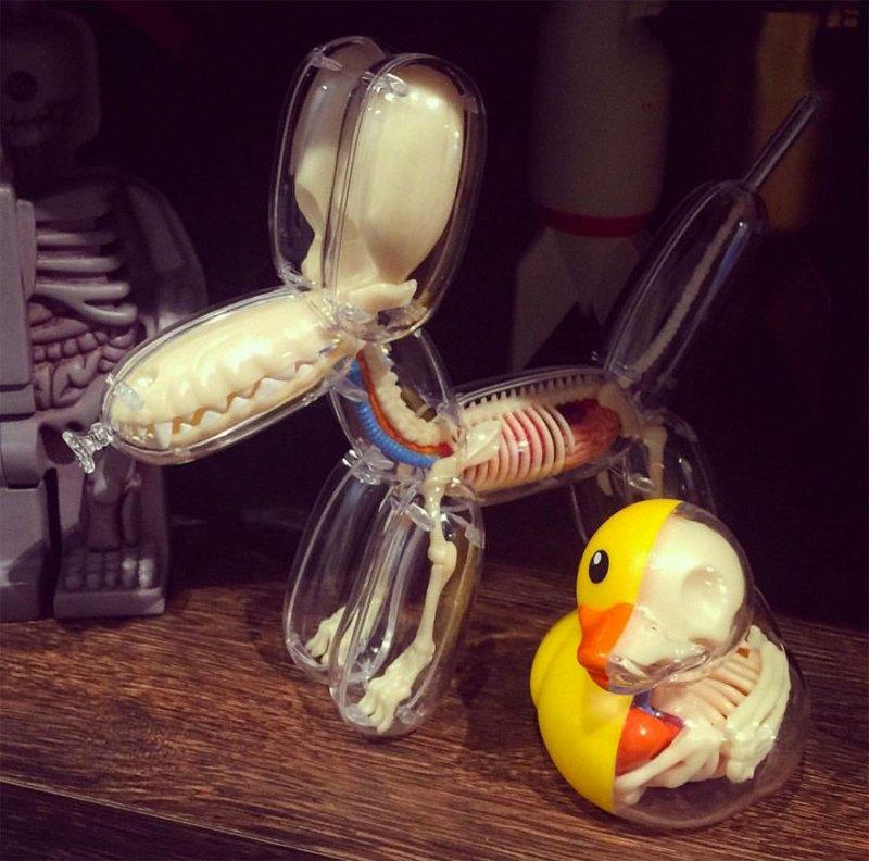 Revealing Balloon Animal Guts! (6)
