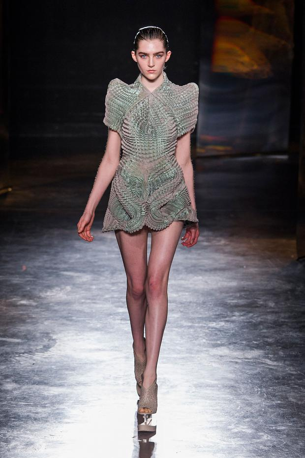 iris-van-herpen-autumn-fall-winter-2016-pfw12