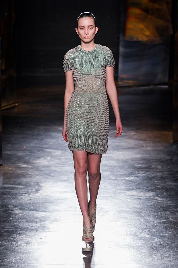 iris-van-herpen-autumn-fall-winter-2016-pfw15