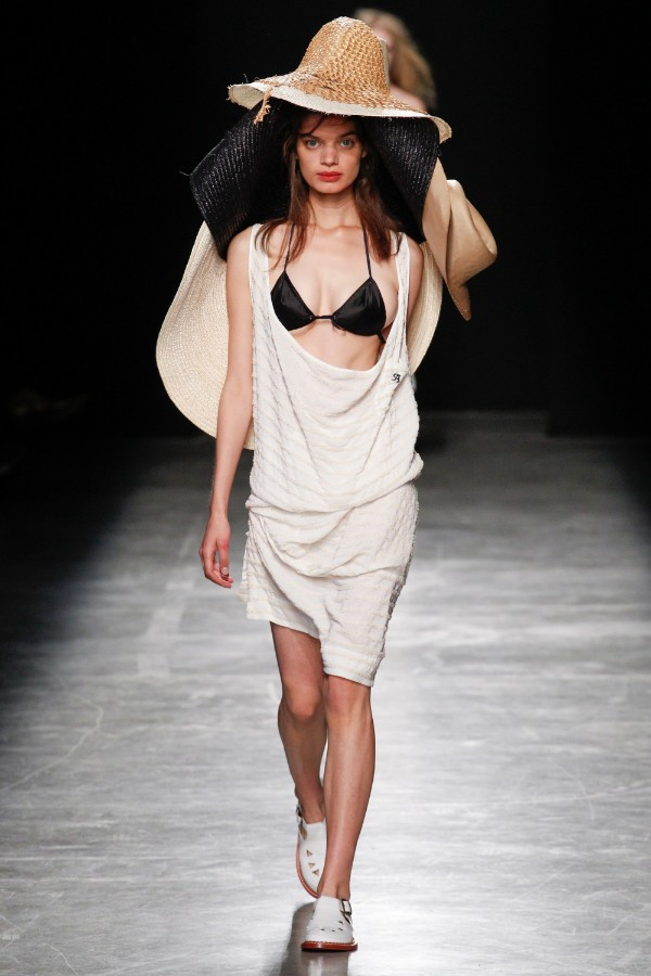 andreas-kronthaler-for-vivienne-westwood-ready-to-wear-ss-2017-pfw-10