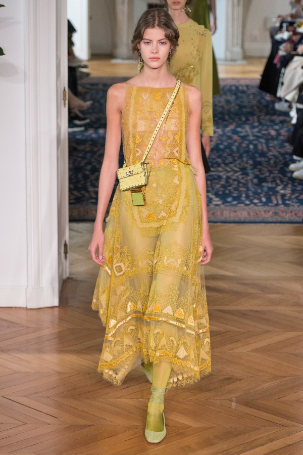 valentino-ready-to-wear-ss-2017-pfw-22