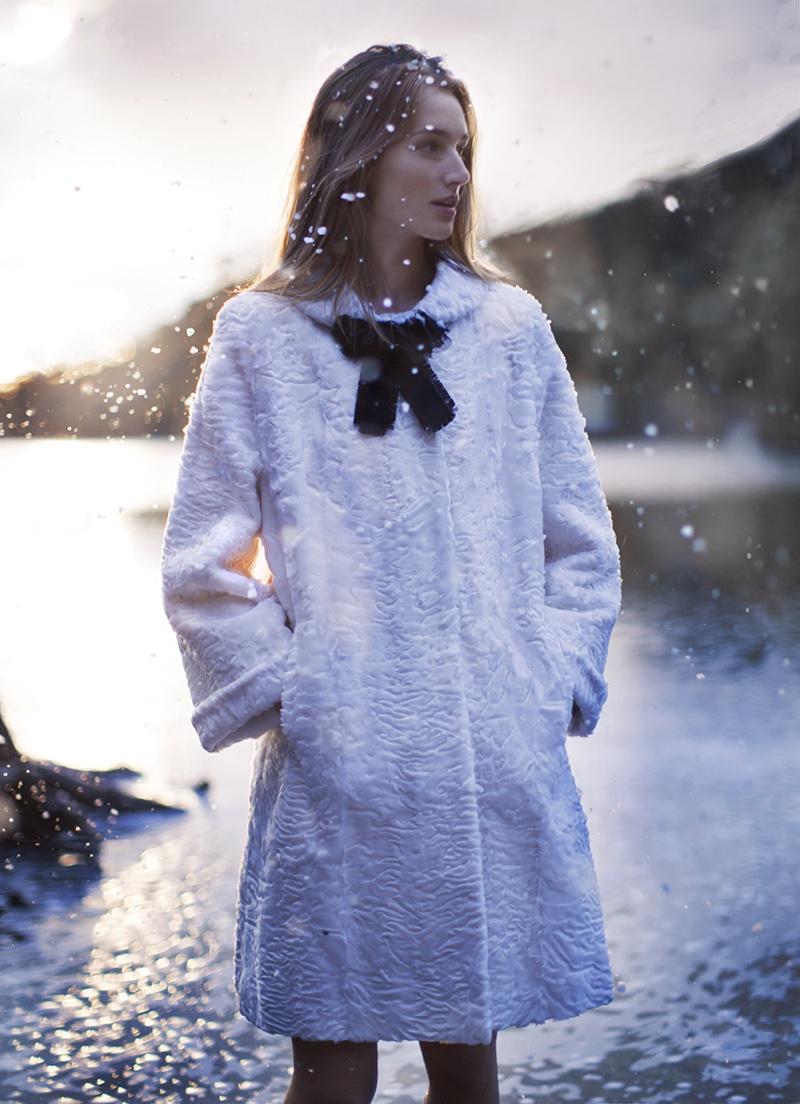 josephine-le-tutour-snow-fashion-harpers-bazaar-uk06