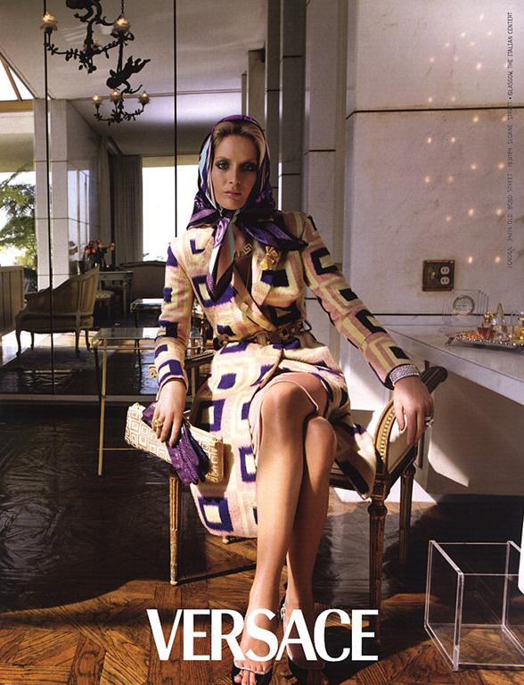 versace-fall-2000-by-steven-meisel-10