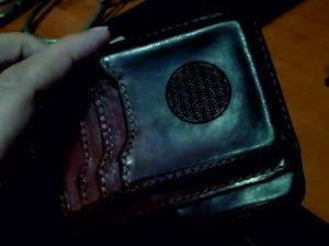 кожаный кошелек с гравировкой