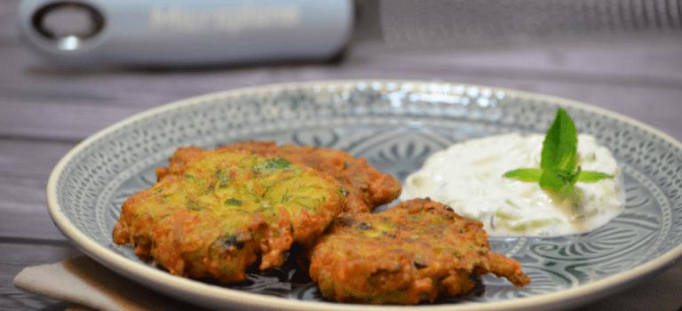 Vegetarisch Kochen: Zucchiniplätzchen mit Joghurt-Dip