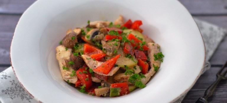 Für jeden Tag: Gebratenes Gemüse mit Hähnchenbrustfilet