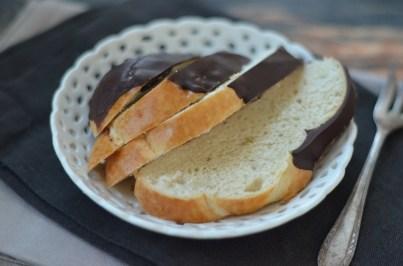 Leckere Hefeknoten mit Schokolade