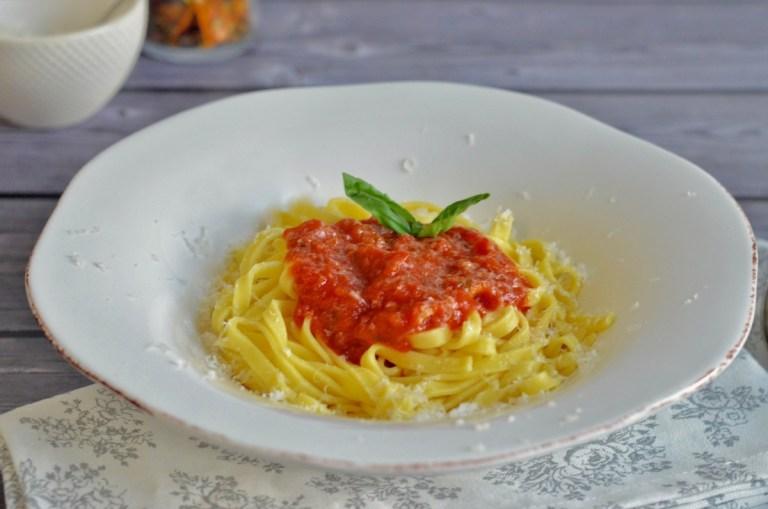 Für jeden Tag: Tagliatelle in Tomatensauce