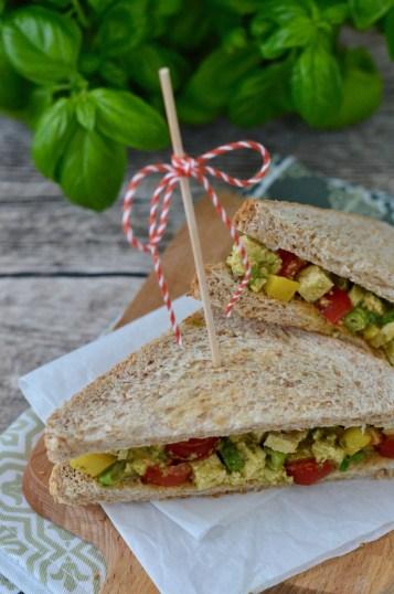 Vollkorn-Sandwich mit Tofu & Gemüse