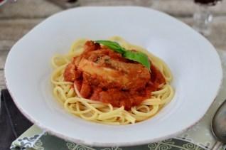 Pasta mit Tomatensugo und Rippchen