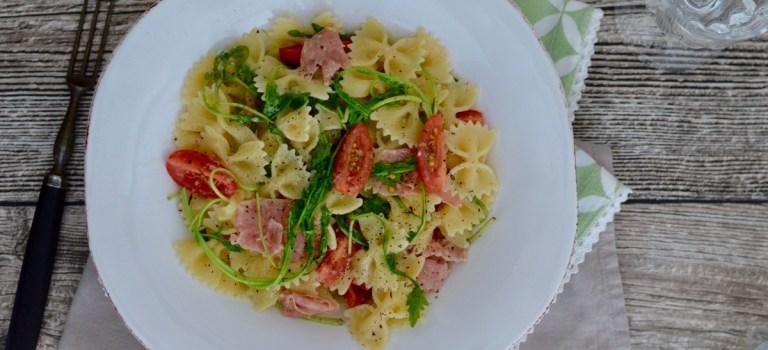 Für jeden Tag: Farfalle mit italienischer Salami, Tomaten & Rucola
