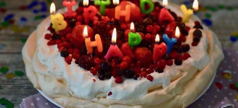 Happy 2nd Blog-Birthday: Pavlova mit marinierten Beeren