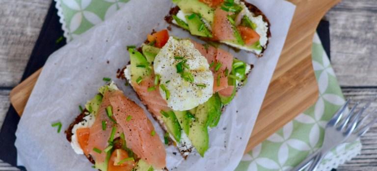 Happy Food: Avocado-Lachs-Stulle mit pochiertem Ei