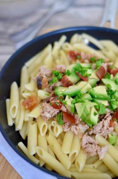 Happy Food: Pasta mit Thunfisch, Tomaten & Avocado