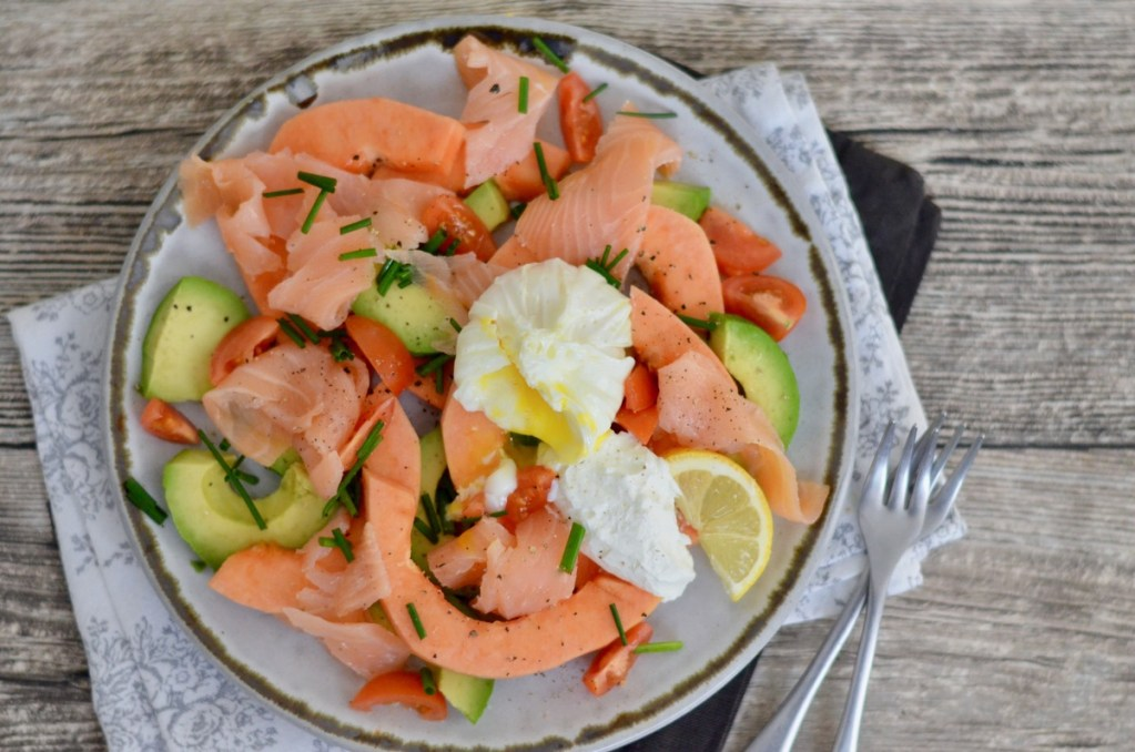 Happy Food: Avocado-Papaya-Salat mit pochiertem Ei