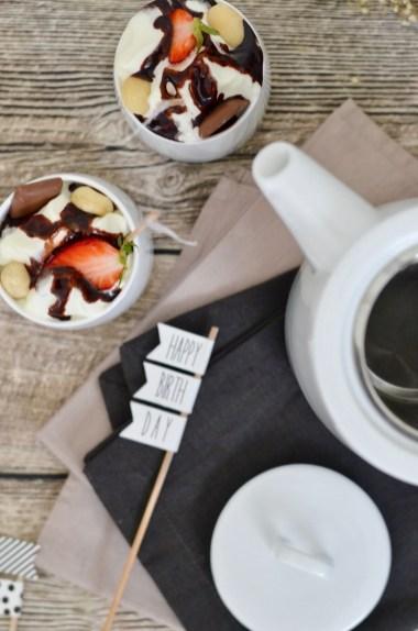 Happy 3rd Blog-Birthday: Eis-Kaffee mit Sahne, gesalzenen Macadamia und Schokosauce