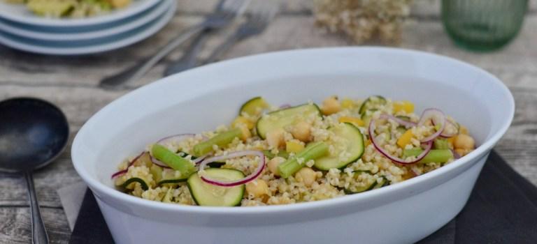 Für jeden Tag: Bulgur-Salat mit Zucchini, Bohnen & Kichererbsen