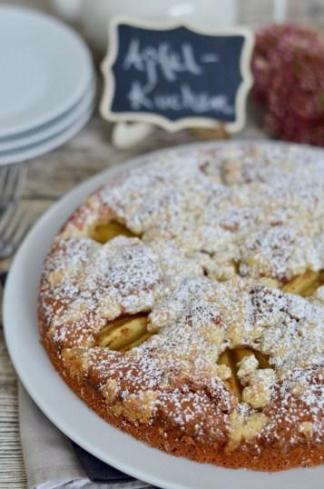 Saftiger Apfelkuchen mit Streusel