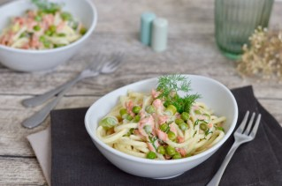 Happy Food: Cremige Pasta mit Räucherlachs & Erbsen