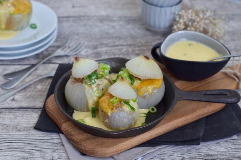 Soulfood: Gefüllte Zwiebel mit Chili-Cheese-Sauce