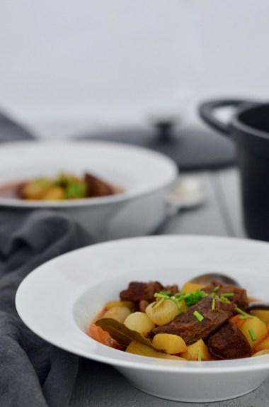 Soulfood: Rindfleischeintopf mit Perlzwiebeln & Kartoffeln
