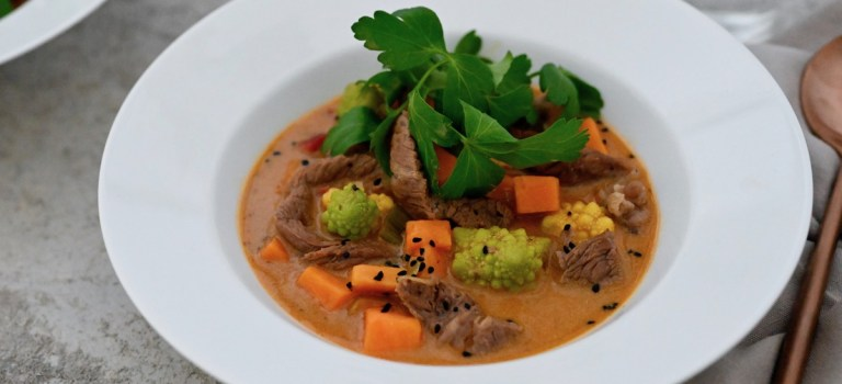 Soulfood: Süßkartoffel-Curry-Eintopf mit Entrecôte