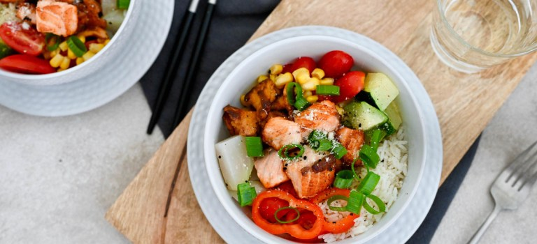 Happy Food: Lachs-Bowl mit Gartengemüse