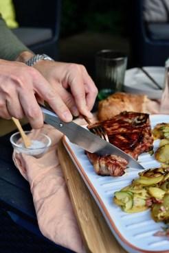 Grillgenuss von der Plancha: Rinderkotelett mit Bratkartoffeln