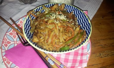 Thai - Gebratene Nudeln with Chicken (Thai Fried Noodles with Chicken)