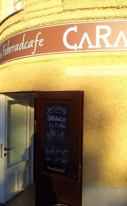 The entry of the Café Cara