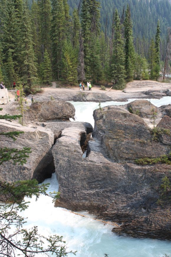 Natural_Bridge,_Yoho_National_Park_IMG_5019