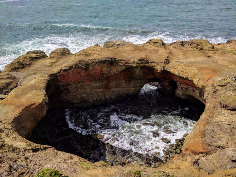 Devils Punchbowl Arch, Otter Rock