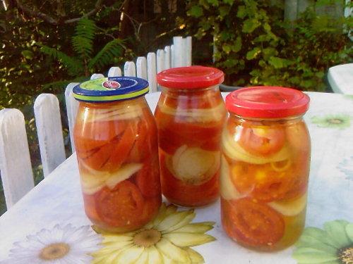 salatka pomidorowa na zimę